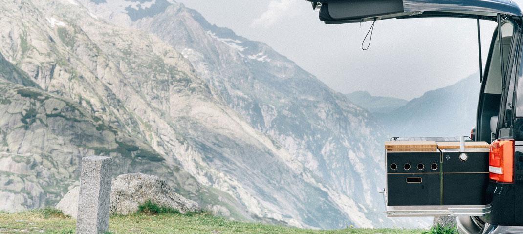Mit dem neuen Ausbau vom Bus durch die Alpen