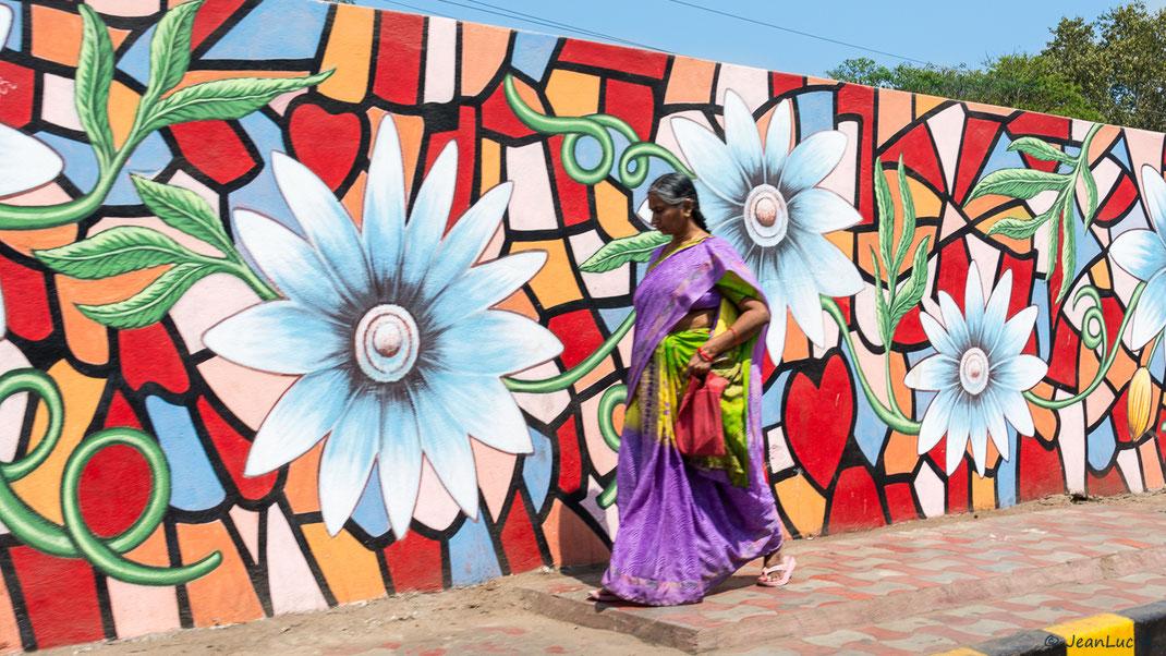 Décoration florale le long des rues de Vijayawada (Andhra Pradesh).