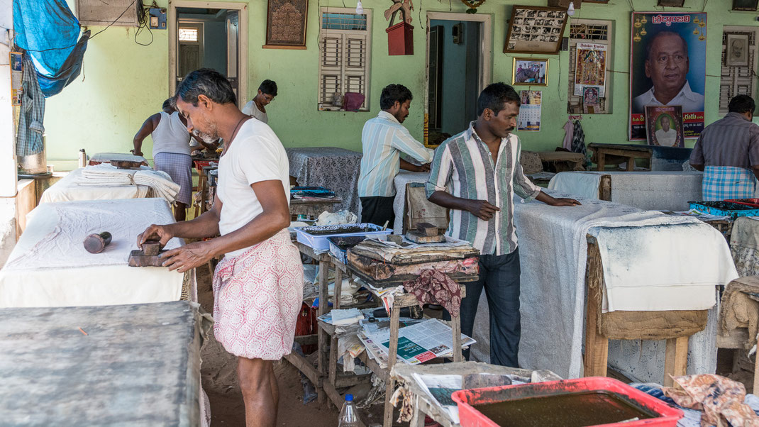 Atelier d'impression de Kalamkari près de Vijayawada (Andhra Pradesh).