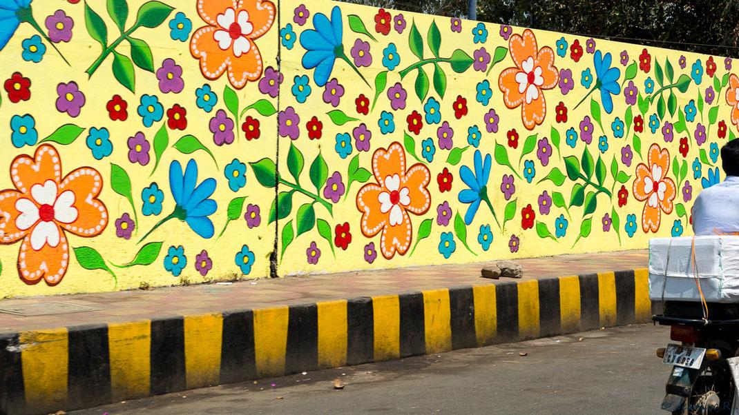 Rues et routes décorées dans la ville de Vijayawada (Andhra Pradesh / Inde)
