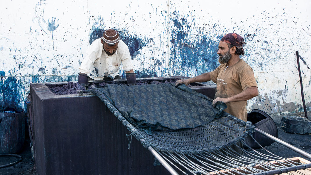 Teinture à l'indigo (Bhuj / Inde).
