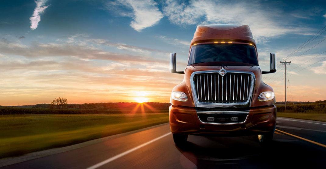 Consejos para comprar un camión nuevo para transporte terrestre