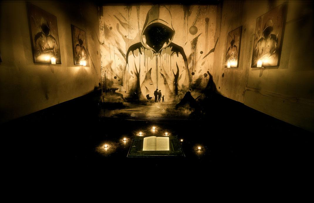 installation de l'artiste graffeur  kendo lors de l'exposition de graffiti et street art transfert à Bordeaux en France.