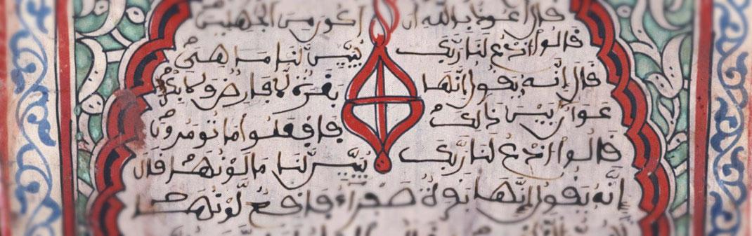 Tabla escolar escrita en árabe. Biblioteca Nacional de España. Datada entre 1200-1400. Al Andalus.