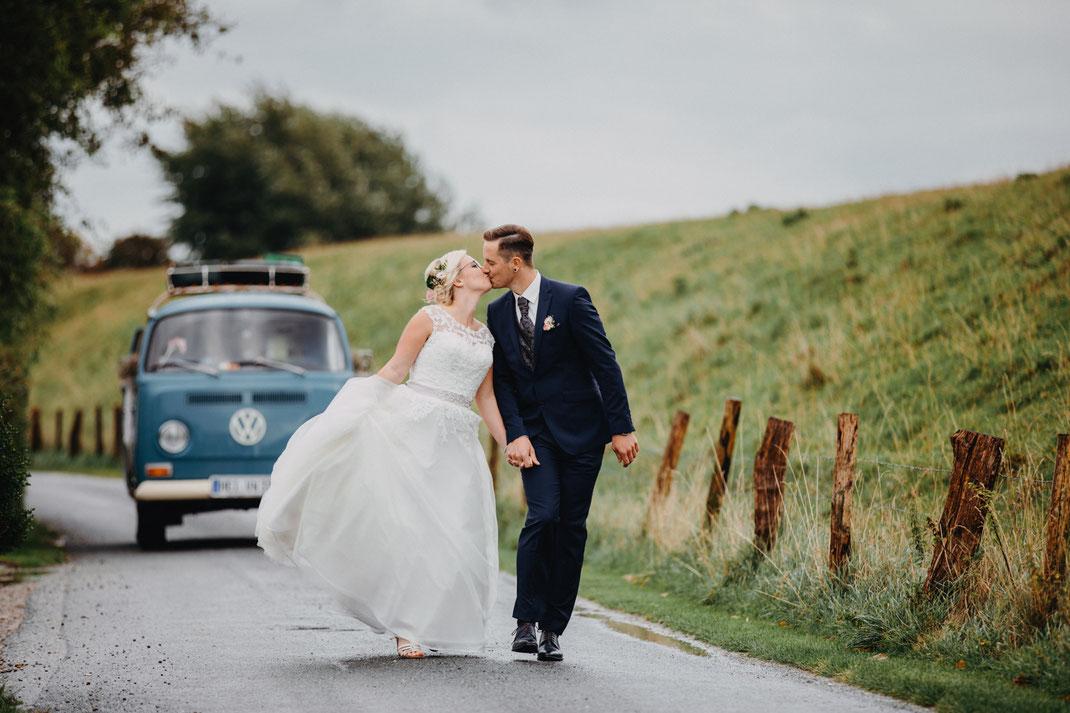 Regen auf einer Hochzeit. Hochzeitsshooting bei Regen.