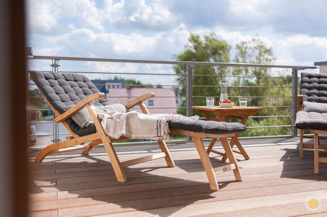 Bild Terrasse Ferienwohnung in Börgerende mit Erdbeeren Sommer