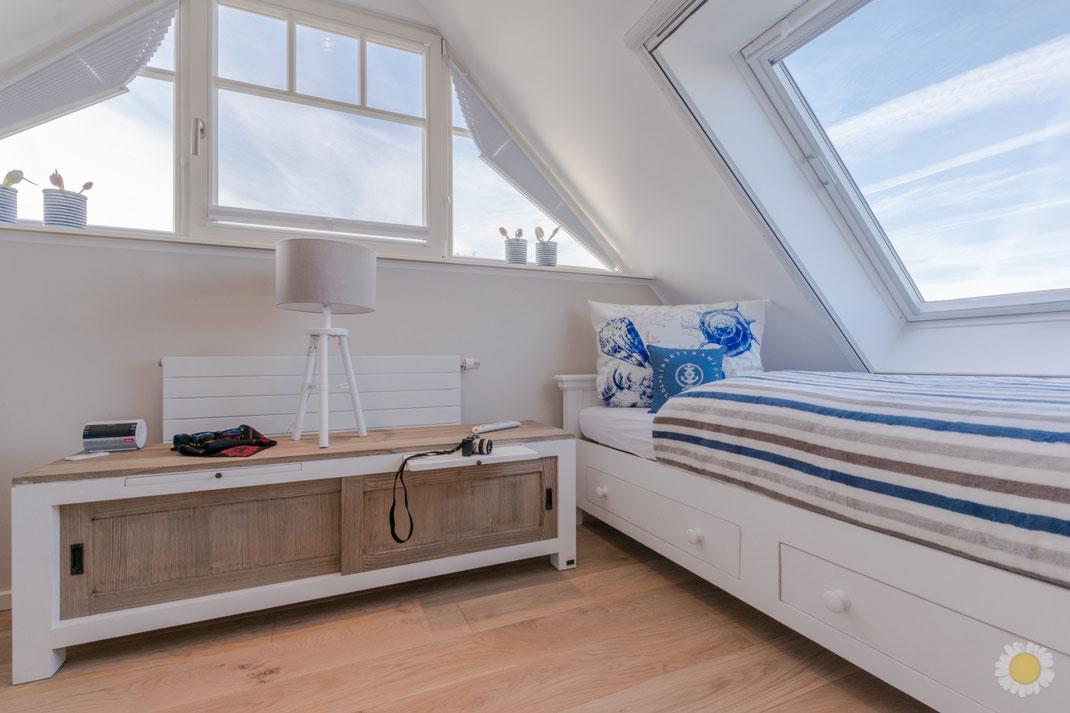 Kinderzimmer Ferienwohnung im Dach Dachzimmer mit blauen Farben