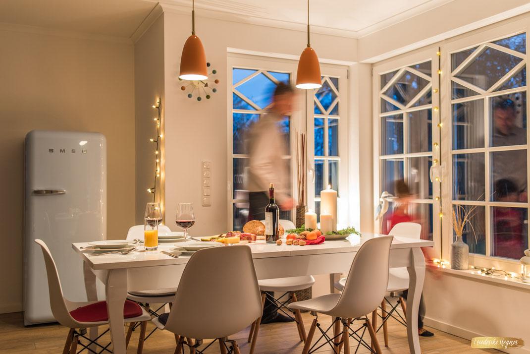 Ferienwohnung-Fotoservice.de Ferienhaus Bilder für die Nebensaison gedeckter Tisch Kerzenschein