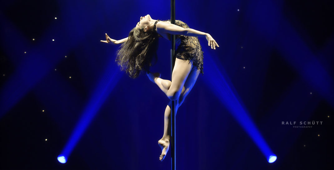 Helena Lehmann - Vertical Dance © Ralf Schütt Photography