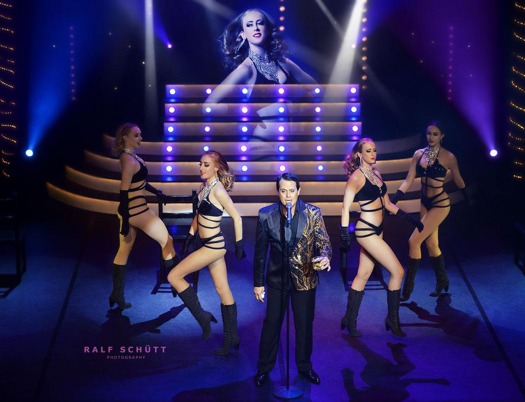Vegas Showgirls + Gregor Glanz © Ralf Schütt Photography