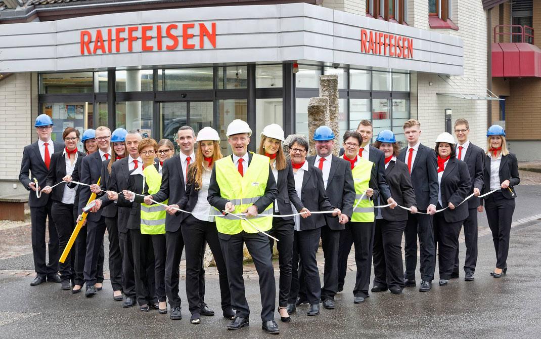 RAIFFEISEN MALTERS: Team (Gruppenfotos) Raiffeisenbank Malters vor dem grossen Umbau
