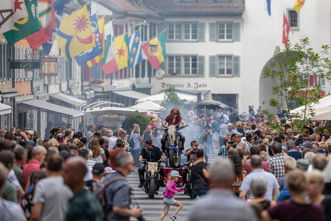 Big Hill Willisau: Internationales Treffen der harten Girls and Boys mit den weichen Motoren. Viel Spektaktel, Rauch und Spass mit im Städtchen Willisau.