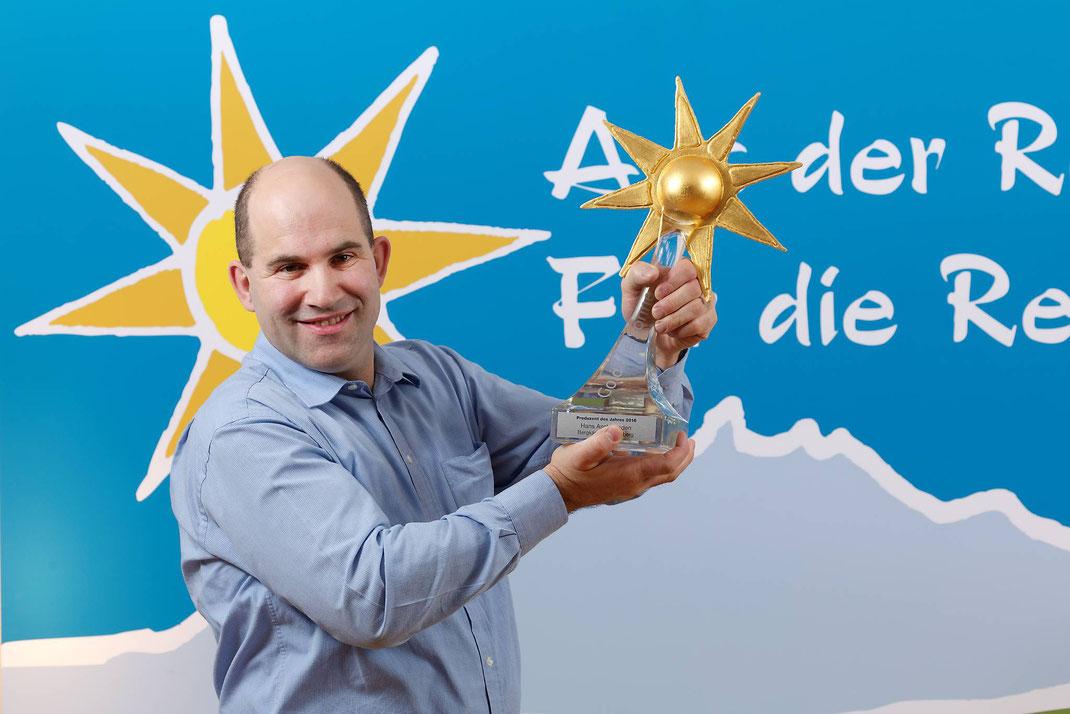Der Seelisberger Käseproduzent Hans Aschwanden ist AdR-Produzent des Jahres 2016 und wurde am 23. November von der Migros Luzern mit der «Goldenen Sonne» ausgezeichnet.