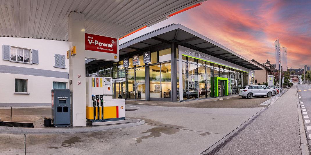Die SKODA-Vertretung mitsamt 24h-Tankstelle der Kreuz-Garage Willisau AG an der Ettiswilerstrasse.