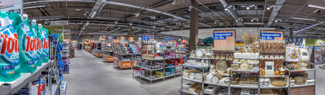 Blick in die grosszügig gestaltete NonFood-Abteilung des Migros-Supermarkts.