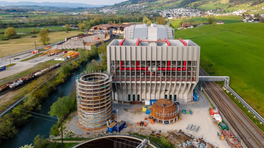 Übersicht Renergia Zentralschweiz AG in Perlen mit neuem Dampfspeicher im Vordergrund