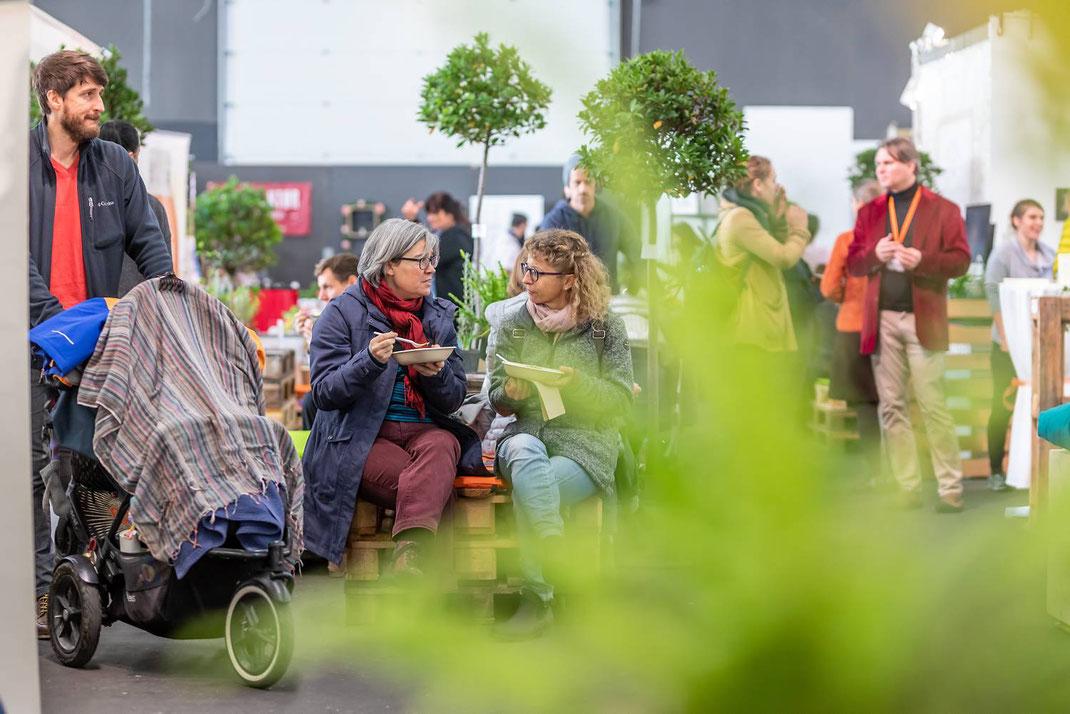 Der Yonamo-Trend wächst weiter! Rund 3'500 Menschen fanden am 16. und 17. November den Weg in die Thun-Expo. Sie wurden von über 50 Referenten und Yoga-Lehrern sowie über 100 Ausstellern erwartet.
