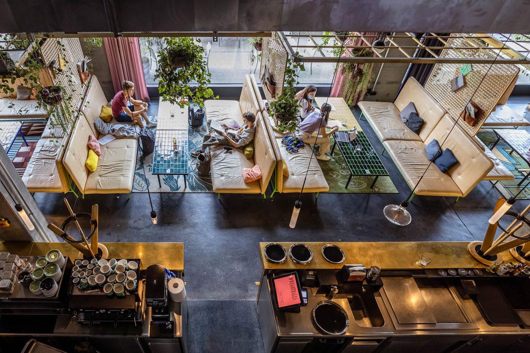 """""""Future Film Makers"""" an der konzentrierten Arbeit im trendigen Hotel 25hours an der Langstrasse."""