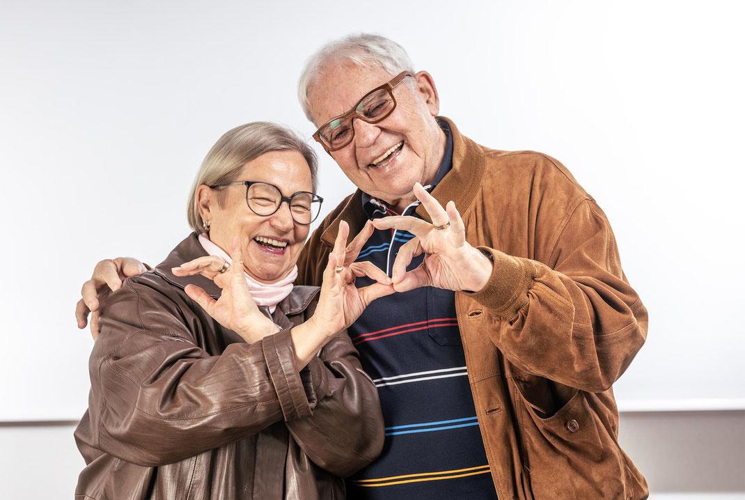 Ute und Gert Schneider dokumentieren ihre Liebe zu ihrem Herti-Einkaufszentrum (und zu sich selbst...)