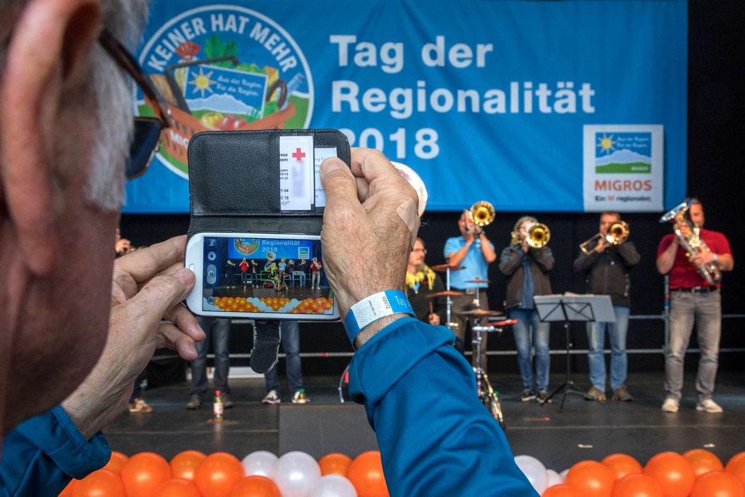Am 1. Mai feierte die Migros Luzern an der LUGA ihren ersten «Tag der Regionalität» mit viel musikalischer Unterhaltung, Degustationen, Spiel und Spass.
