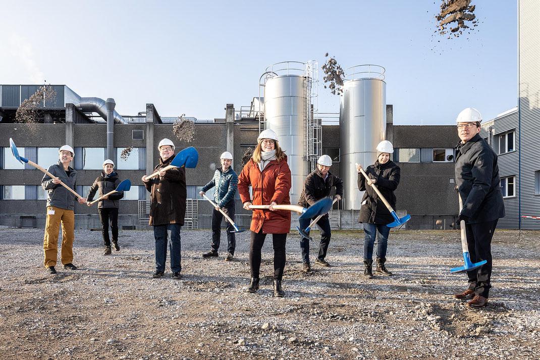 Spatentstich des Luzerner Milchverarbeiters EMMI zum Bau der grössten Käserei der Schweiz am Standort Emmen.