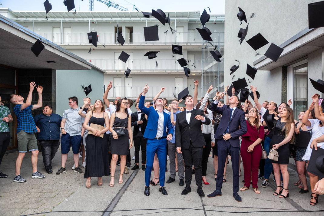 HOCHDORF/LU, 01. JULI 2019 - GMLU MIGROS LUZERN LERNENDE: Fotodokumentation Abschlussfest der Lernenden Migros Luzern in der Braui Hochdorf.