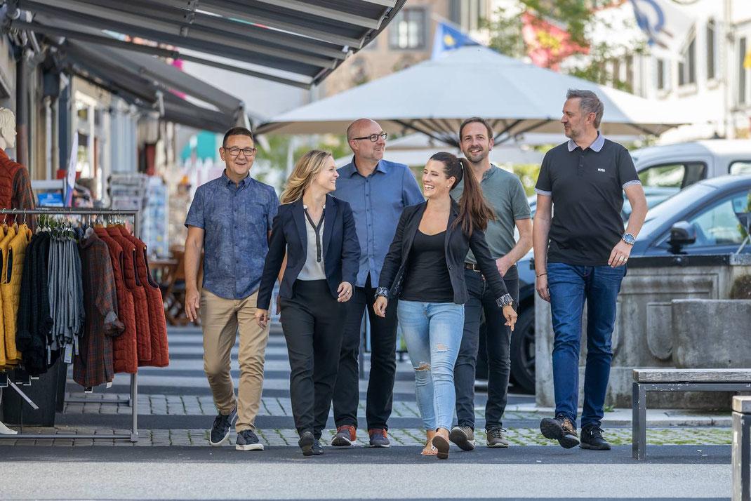 Photoshooting Vorstand Willisauer Gewerbe im Städtchen Willisau mit v.l.n.r: Bruno Bühler, Vanessa Kunz, Peter Birrer,  Nathalie Korner, Adrian Scherrer und Patrik Dahinden.