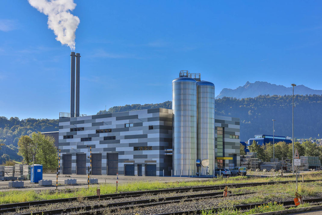 Die Fernwärme Luzern AG eröffnete am 7. März 2018 offiziell die Energiezentrale Emmen Luzern. Die neue Zentrale dient zur Einbindung der Abwärme der Swiss Steel AG sowie zur Steuerung und Überwachung des Fernwärmenetzes.