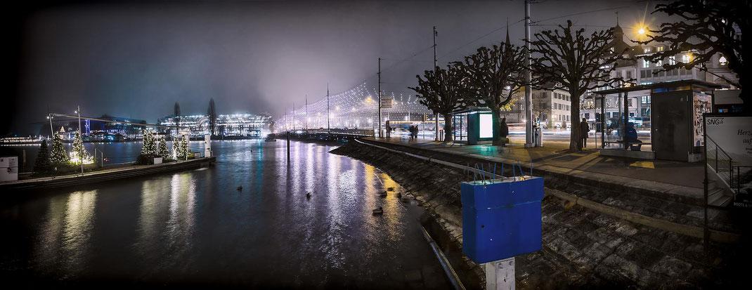 Schwanenplatz mit vernebelter Seebrücke und Bahnhof