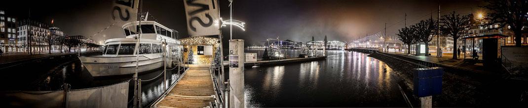 Panorama weihnächtliche geschmückte Schiffsstation am Schwanenplatz mit Seebrücke