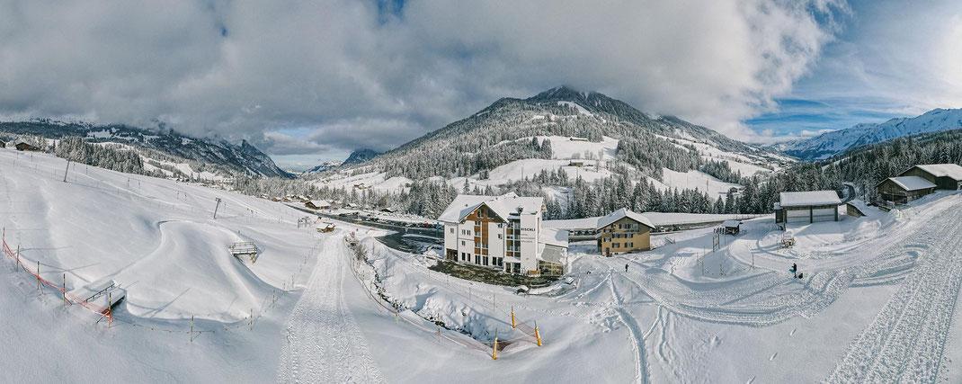 Das Hotel Rischli direkt an der Skipiste