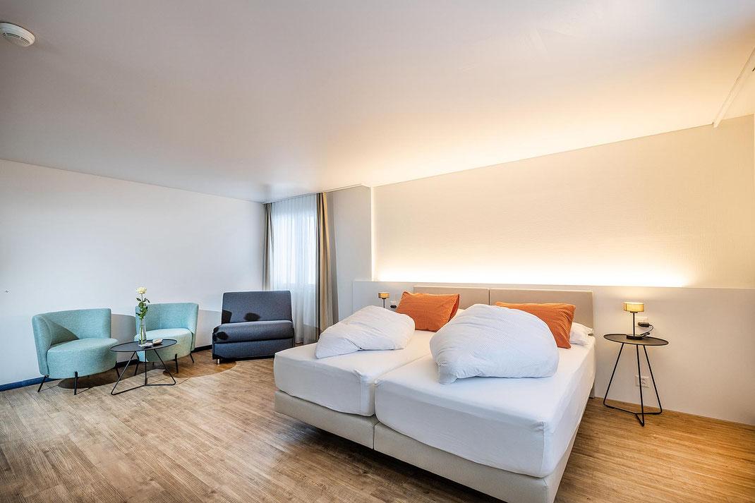 Alle Hotelzimmer wurden 2020 sanft renoviert: neue Böden und Mobiliar