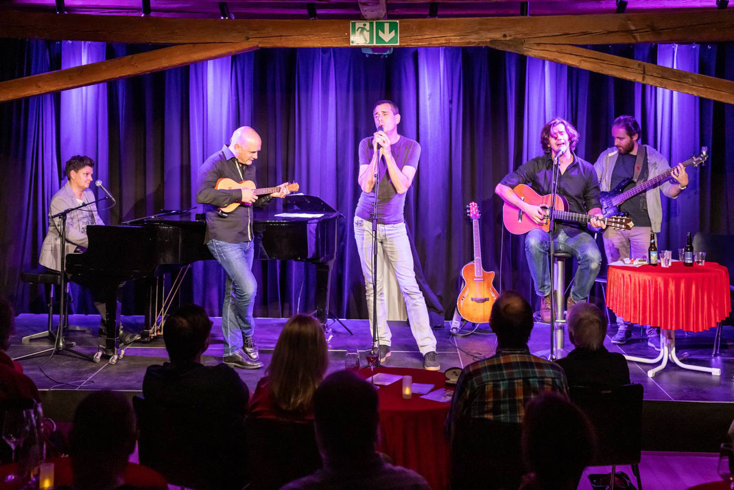 liederlich - das Schweizer Liedermacherfestival 2019 unterwegs mit Reto Zeller, Remo Zumstein, Vanessa Maurischat (D) und Christoph und Lollo (A), fotografiert an der Premiere in der Oberen Mühle Dübendorf.