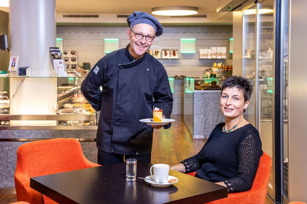 Ein bewährtes Konzept: Praliné, Torten und Patisserie mit angeschlossenem Café