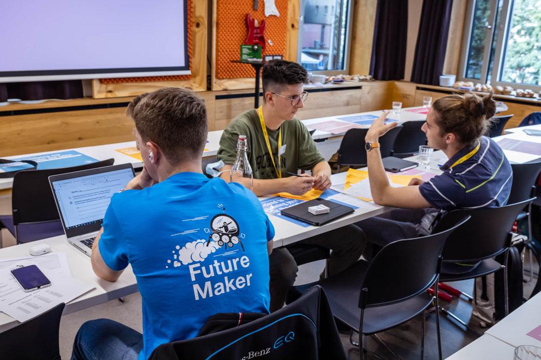 """""""Future Makers"""" an der konzentrierten Arbeit im trendigen Hotel 25hours an der Langstrasse."""