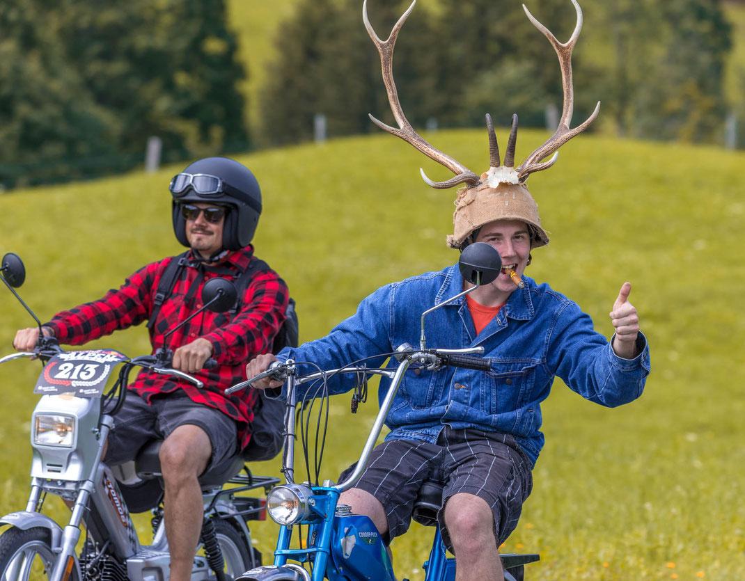 RedBull Alpenbrevet2017: Aufruhr im Entlebuch: Rund 1'000 Töfflibuebe und -meitschi überfallen den Wilden Westen von Luzern