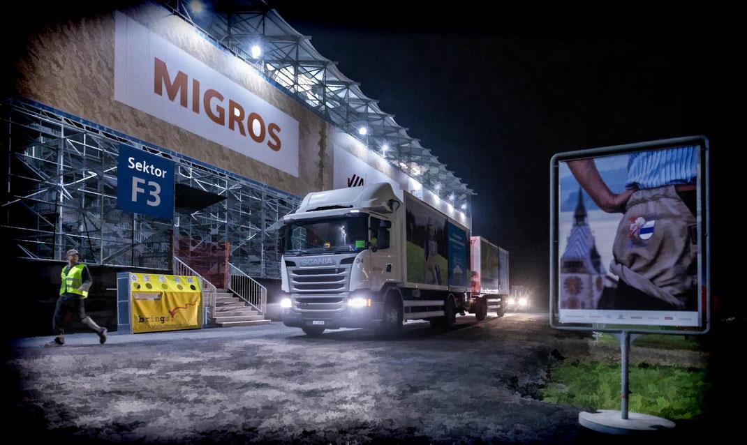 Punkt 03.00Uhr fährt die Lastwagenkolonne im Schritttempo ins ESAF-Gelände und liefert Nachschub für den neuen Festtag...