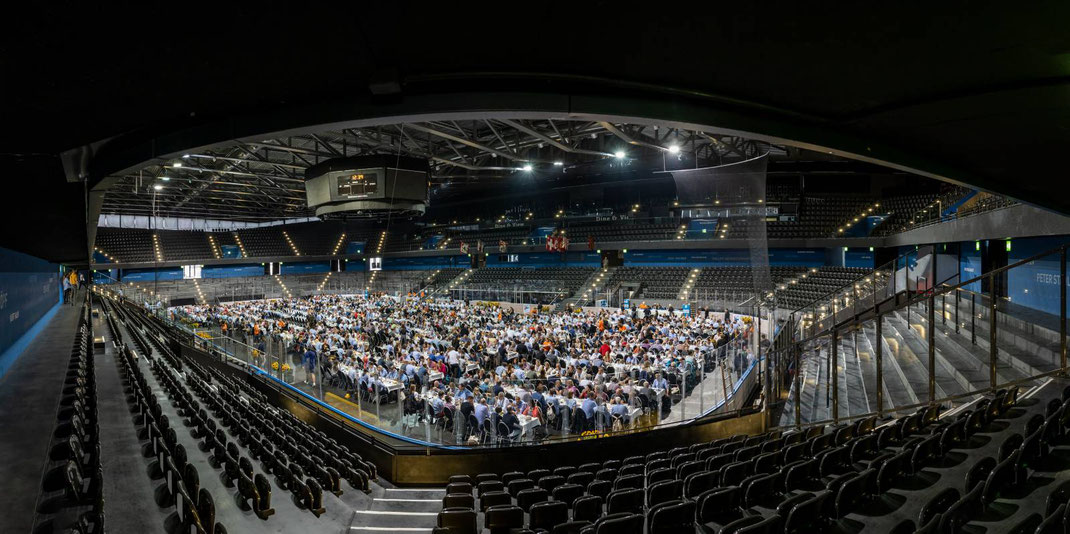Gekühlt vom Eis unter den Füssen, genossen Samstag und Sonntag 5'000 ESAF-Ehrengäste ein exklusives Menü der Migros Catering Services in der Bossard Arena.