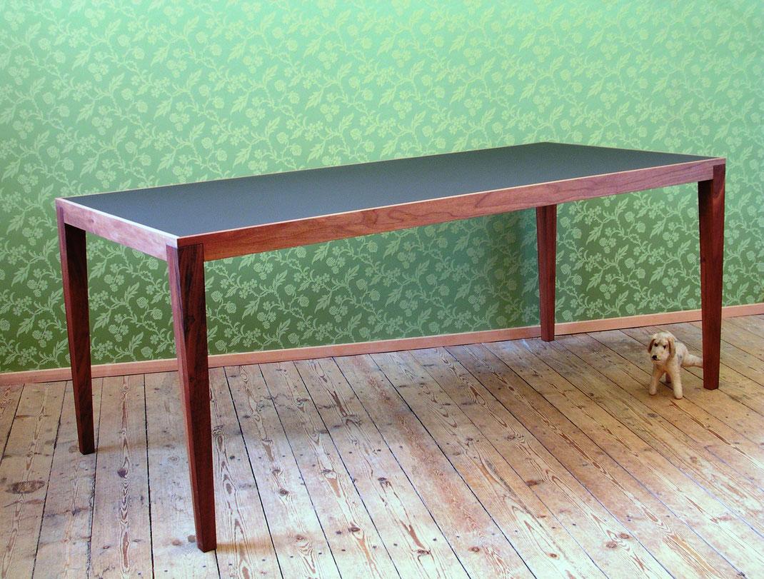Tisch v8 Nussbaum/Linoleum