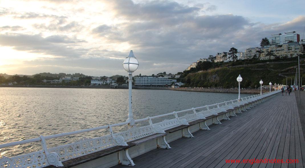 Sehenswürdigkeiten und Reisetipps für Torquay, England: Torquay Pier und Strandpromenade von Torquay
