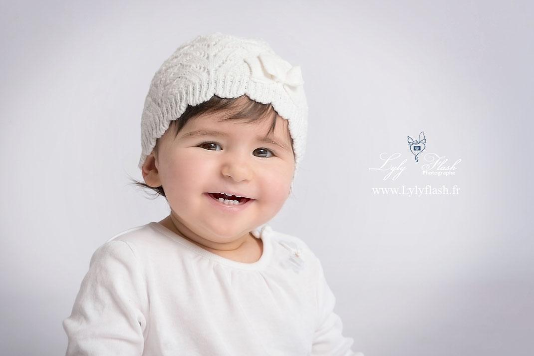 photographe photo bébé 9 mois, sourire dents blanche, soin de la bouche, conseils bébé