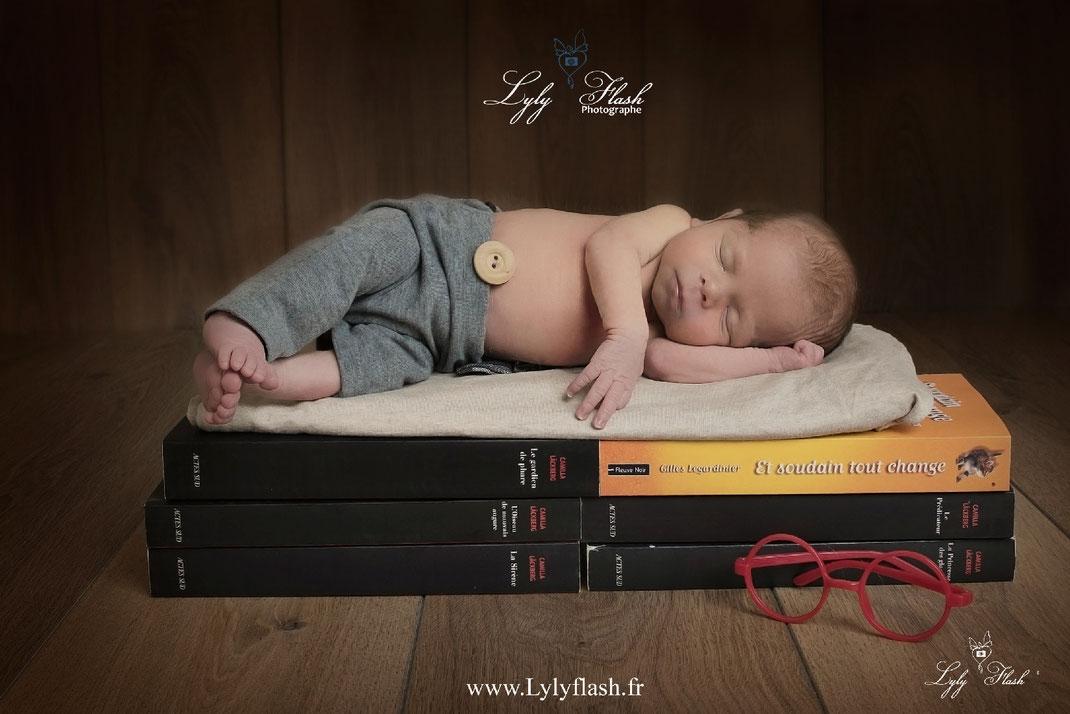 photo sanary photographe var bébé livre nouveau-né