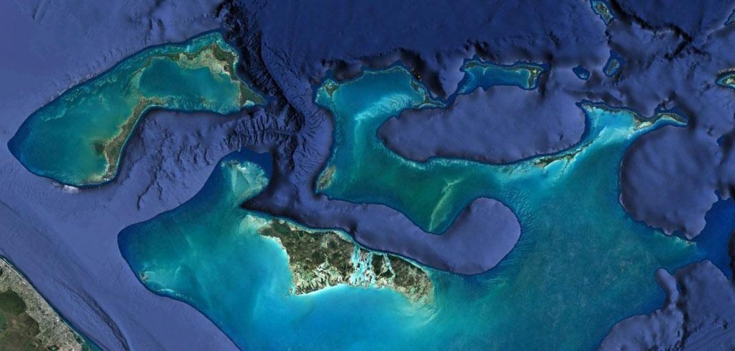Le attuali Bahamas: è così che doveva presentarsi parte dell'Italia triassica. Si notino le piattaforme carbonatiche e le svariate lagune interne.
