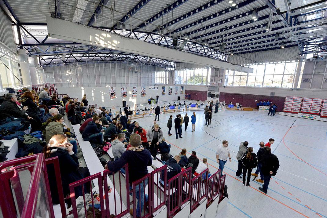 Die Mehrzweckhalle des Sport- und Freizeitzentrums in Frankfurt-Kalbach. 2015 legte der Frankfurter Ergometercup eine Pause ein, nachdem die Wettkampfhalle von September 2015 bis Januar 2016 als Notunterkunft für Flüchtlinge belegt war. Foto: 2000meter.de