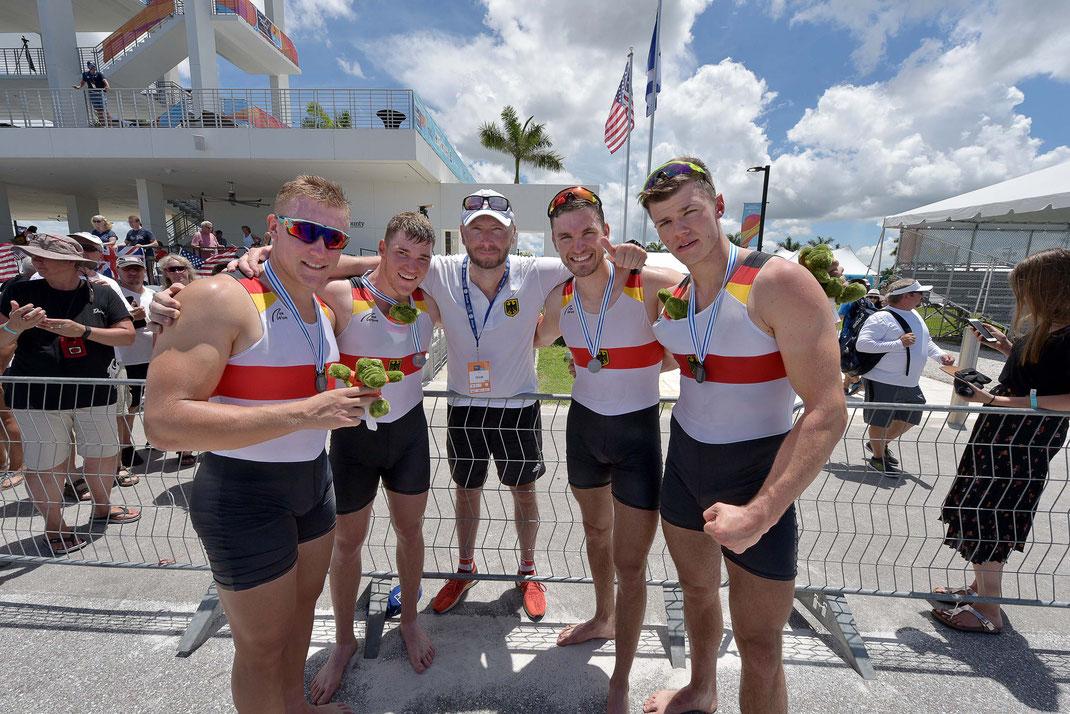 Silberteam: Moritz Wolff, Franz Werner, Alexander Schmidt, Johannes Lotz, David Junge (von links). Foto: 2000meter.de