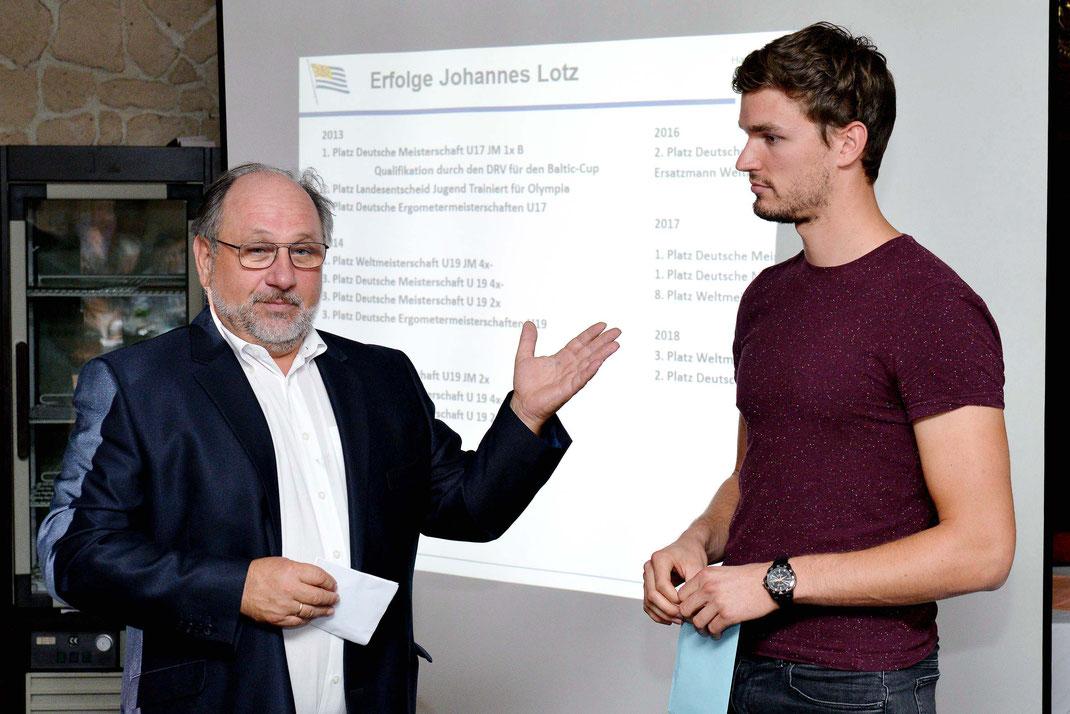 HRG-Sportvorsitzender Berthold Ocker gratuliert Johannes Lotz zu WM-Bronze. Foto: 2000meter.de