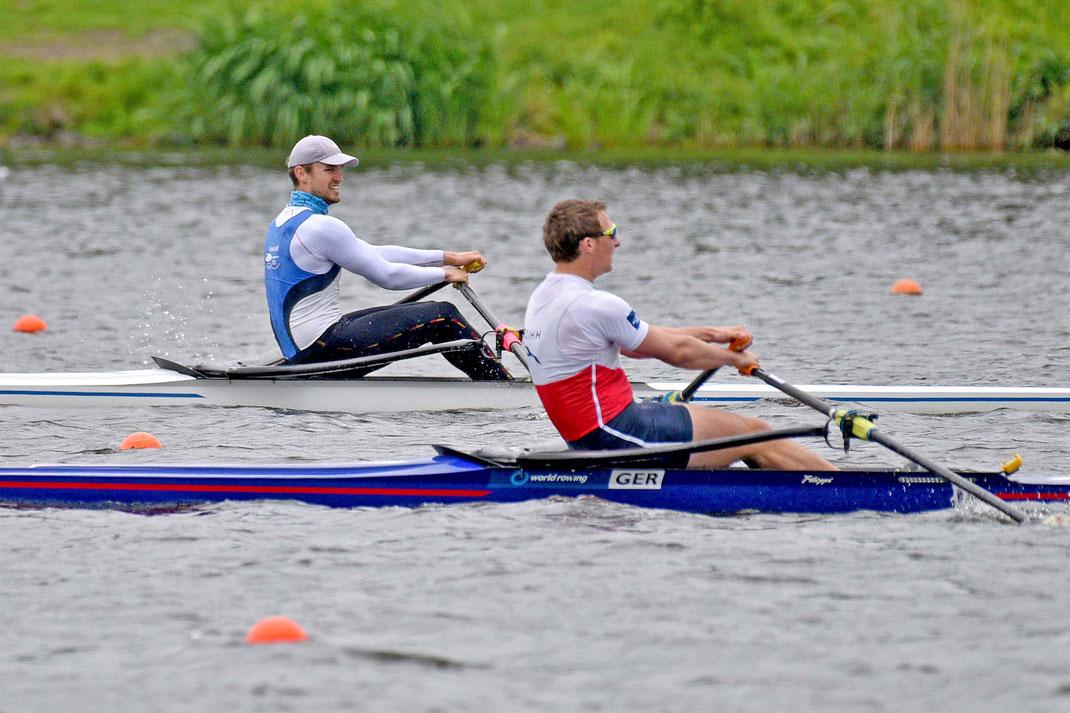 Vorlauf im Männer-Einer am Samstagmorgen: Henrik Runge (vorne) gewinnt vor Franz Werner und Johannes Lotz (hinten). Foto: 2000meter.de
