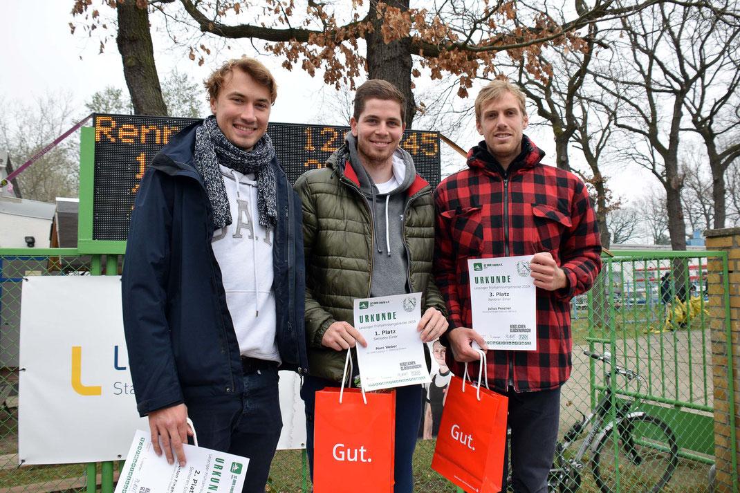 Siegerehrung im Männer-Einer: Anton Finger, Marc Weber, Julius Pechel (von links). Foto: 2000meter.de