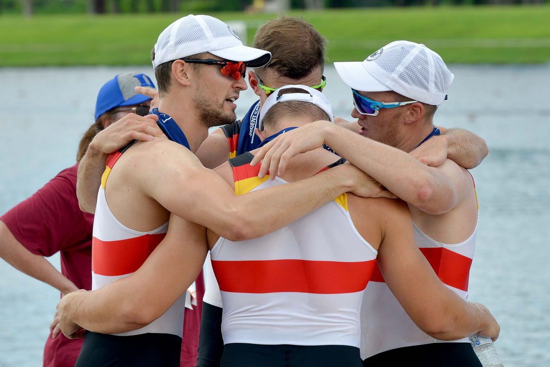 Teamwork: Johannes Lotz, David Junge, Moritz Wolff und Franz Werner nach dem WM-Finale in Sarasota/Florida. Foto: 2000meter.de