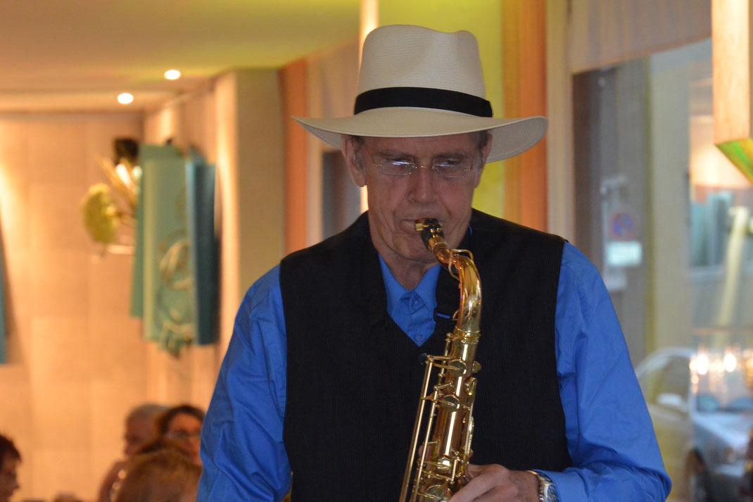 Saxophonist Jürgen Keymer zur Geburtstagsfeier